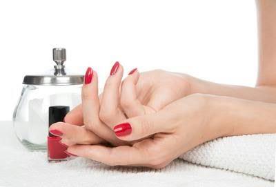 Как подобрать процедуру для омоложения кожи рук: советы специалиста