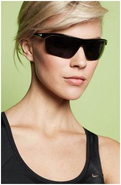 Морщины вокруг глаз (гусиные лапки) - широкие солнцезащитные очки