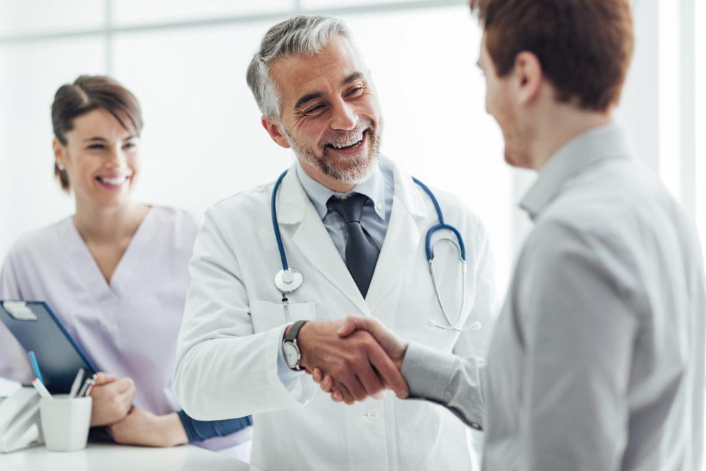 Законные способы привлечения врачей к работе
