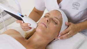 Аппаратные процедуры для косметологии летом